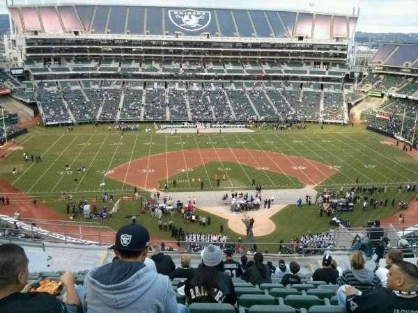Oakland Coliseum, secção: 318, fila: 14, lugar: 19