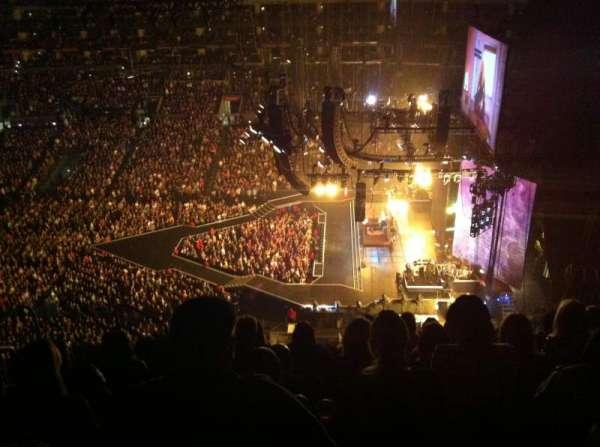 Staples Center, secção: 333, fila: 9