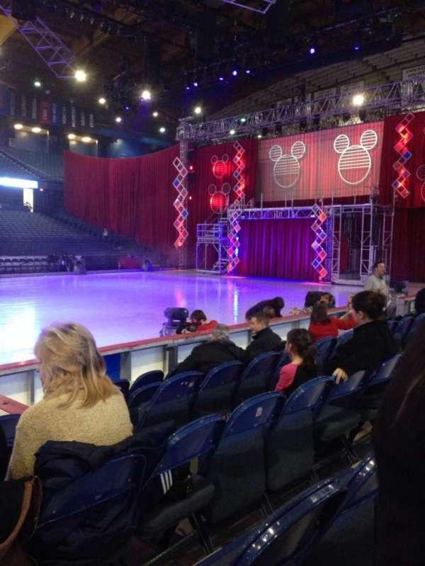 Allstate Arena, secção: 111, fila: FF, lugar: 22