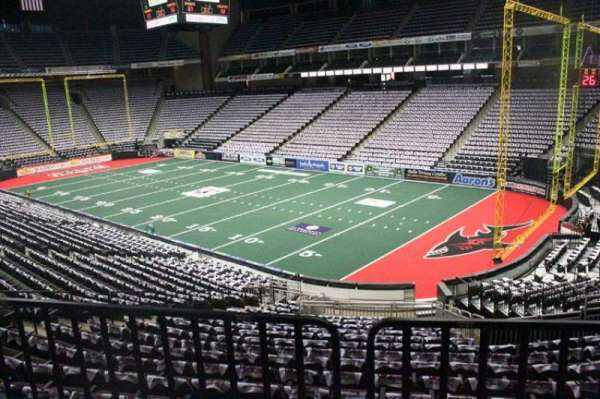VyStar Veterans Memorial Arena, secção: 100, fila: W