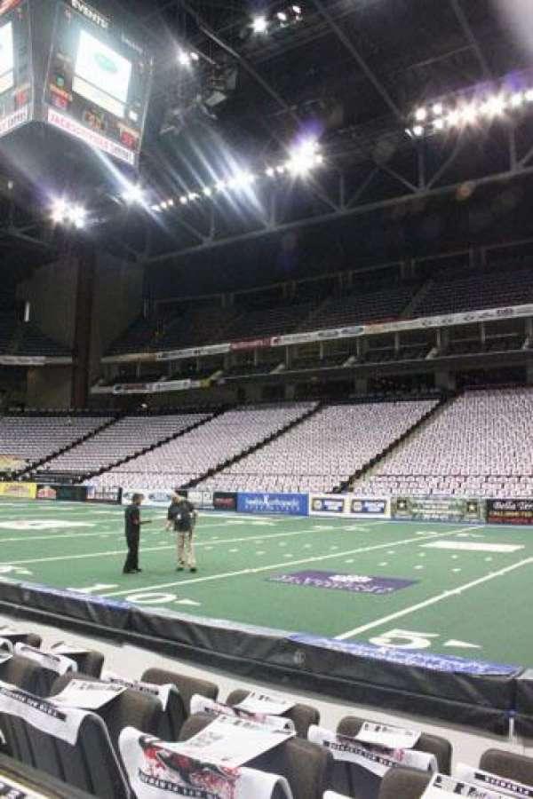 VyStar Veterans Memorial Arena, secção: 101, fila: 4