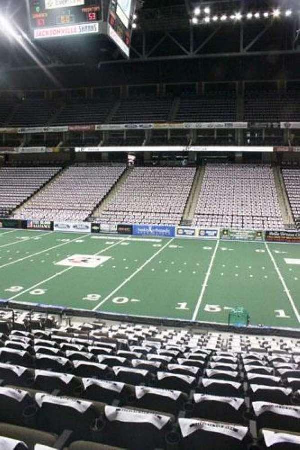 VyStar Veterans Memorial Arena, secção: 102, fila: P, lugar: 10