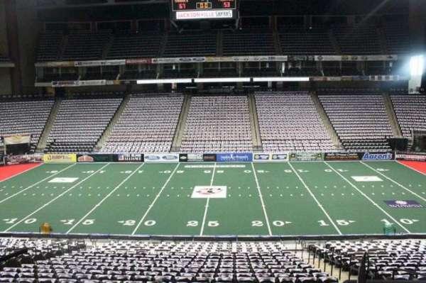 VyStar Veterans Memorial Arena, secção: 103, fila: W, lugar: 5