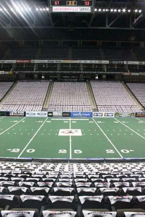 VyStar Veterans Memorial Arena, secção: 103, fila: M, lugar: 11