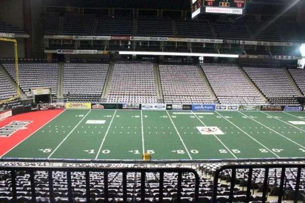 VyStar Veterans Memorial Arena, secção: 104, fila: W, lugar: 3
