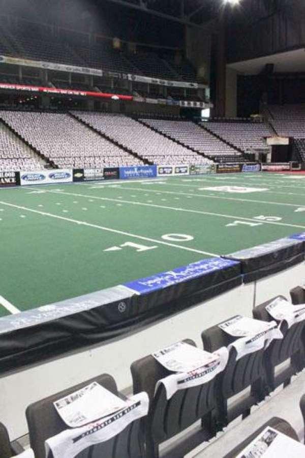 VyStar Veterans Memorial Arena, secção: 105, fila: C, lugar: 7