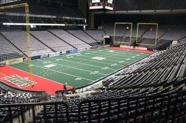 VyStar Veterans Memorial Arena, secção: 106, fila: W, lugar: 14