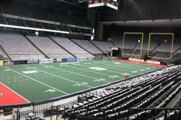 VyStar Veterans Memorial Arena, secção: 106, fila: J, lugar: 1