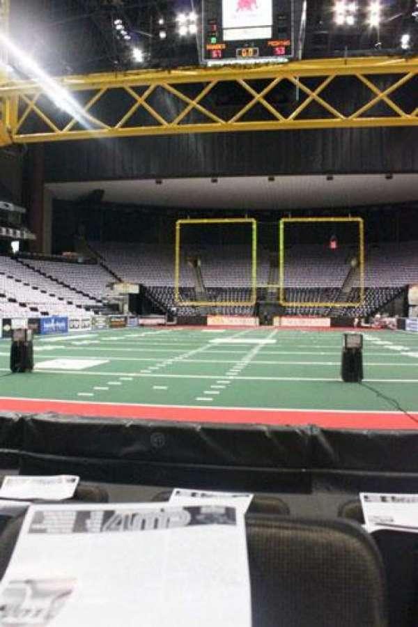 VyStar Veterans Memorial Arena, secção: 108, fila: C, lugar: 4