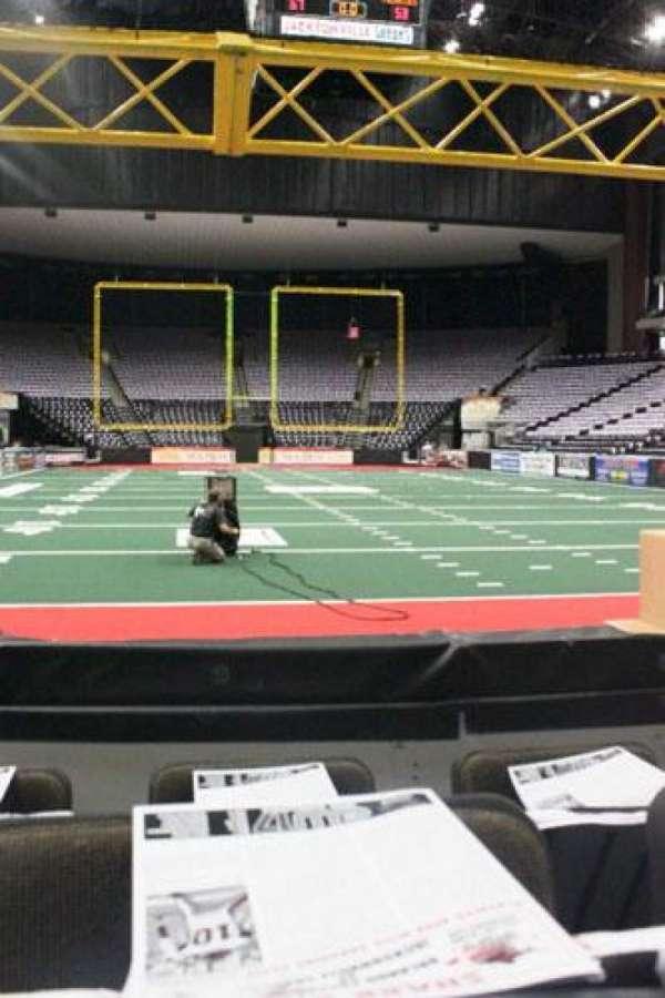 VyStar Veterans Memorial Arena, secção: 109, fila: C, lugar: 5