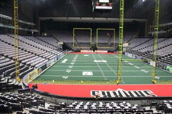 VyStar Veterans Memorial Arena, secção: 109, fila: M, lugar: 10