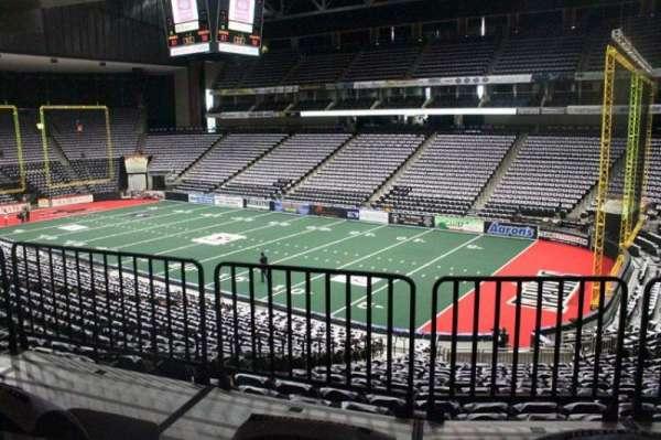 VyStar Veterans Memorial Arena, secção: 111, fila: W, lugar: 12