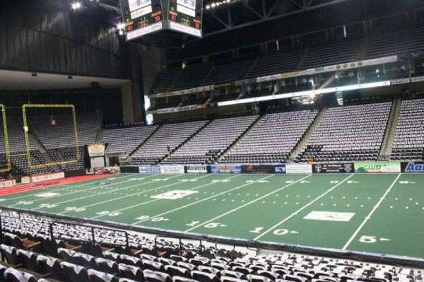 VyStar Veterans Memorial Arena, secção: 112, fila: R, lugar: 5