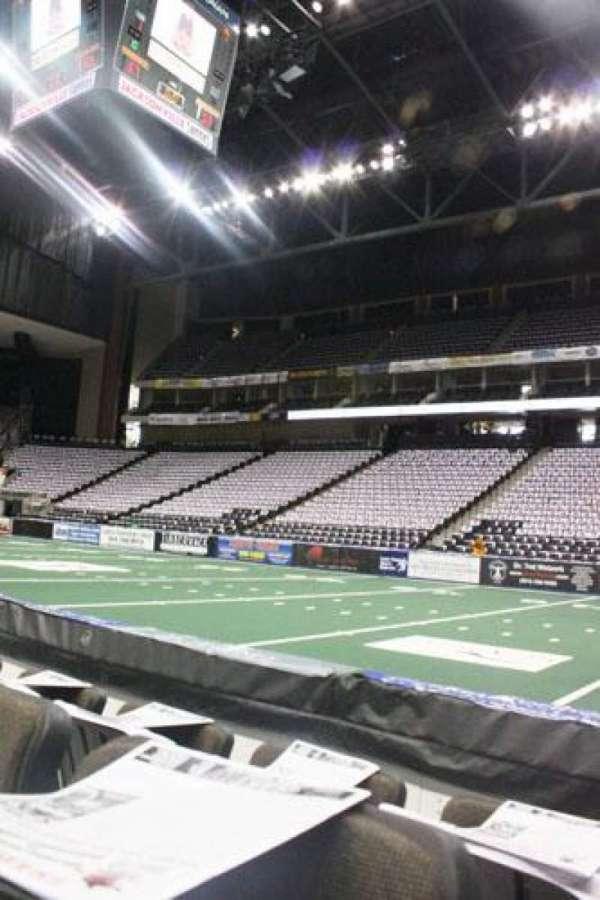 VyStar Veterans Memorial Arena, secção: 112, fila: C, lugar: 6
