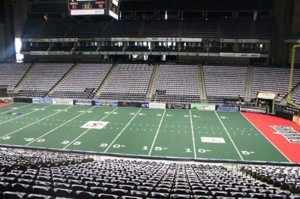 VyStar Veterans Memorial Arena, secção: 113, fila: W, lugar: 7