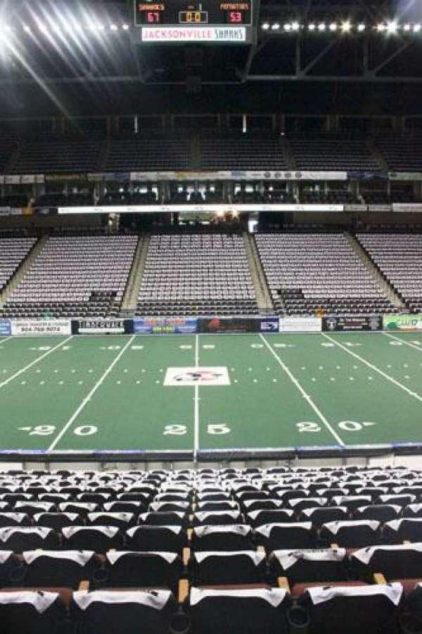 VyStar Veterans Memorial Arena, secção: 114, fila: K, lugar: 10
