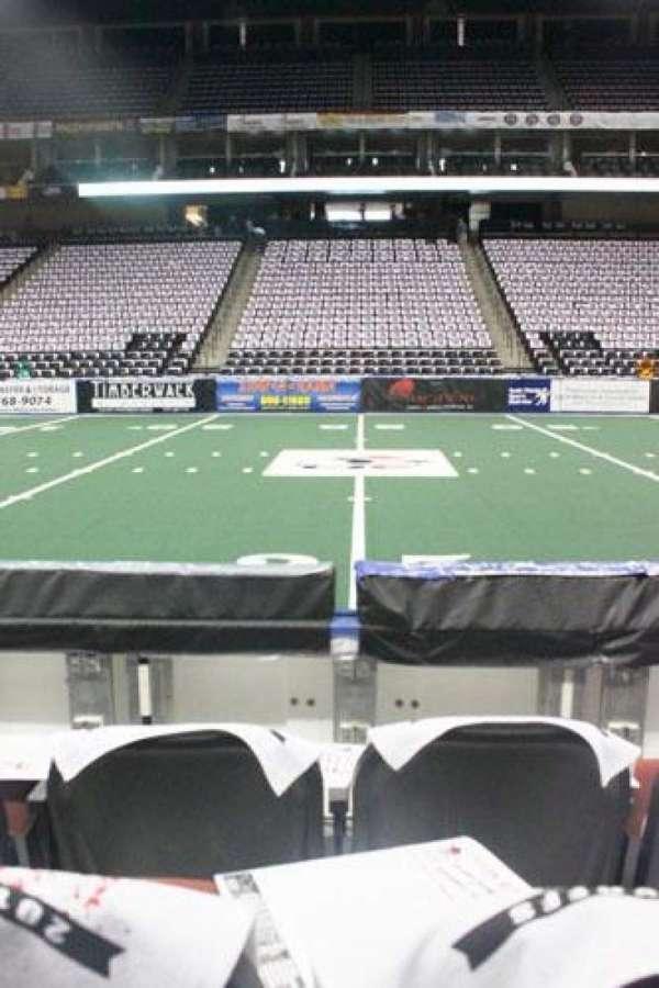 VyStar Veterans Memorial Arena, secção: 114, fila: C, lugar: 10