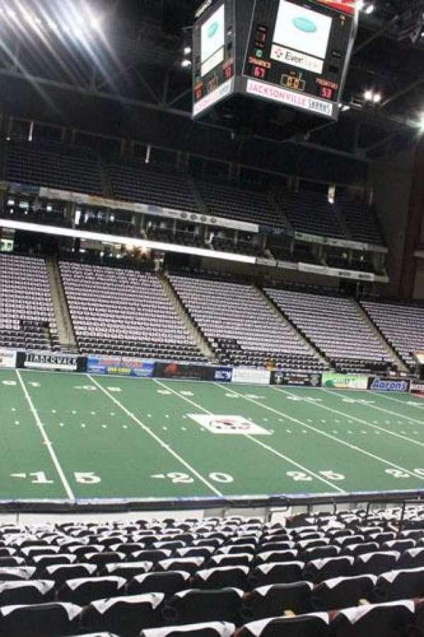 VyStar Veterans Memorial Arena, secção: 115, fila: M, lugar: 7