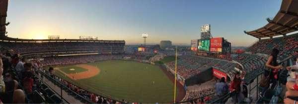 Angel Stadium, secção: V533, fila: C, lugar: 20