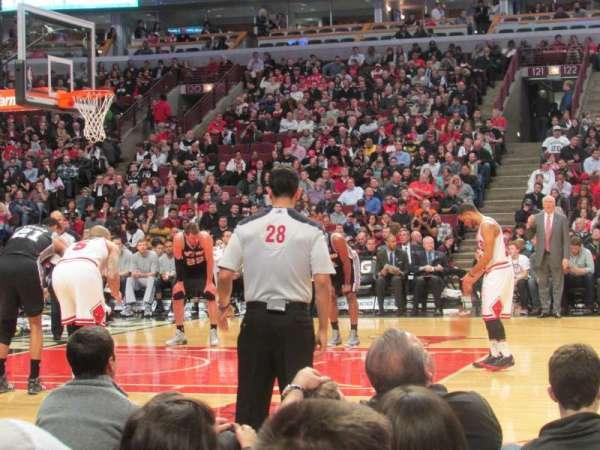 United Center, secção: 112, fila: 2, lugar: 9
