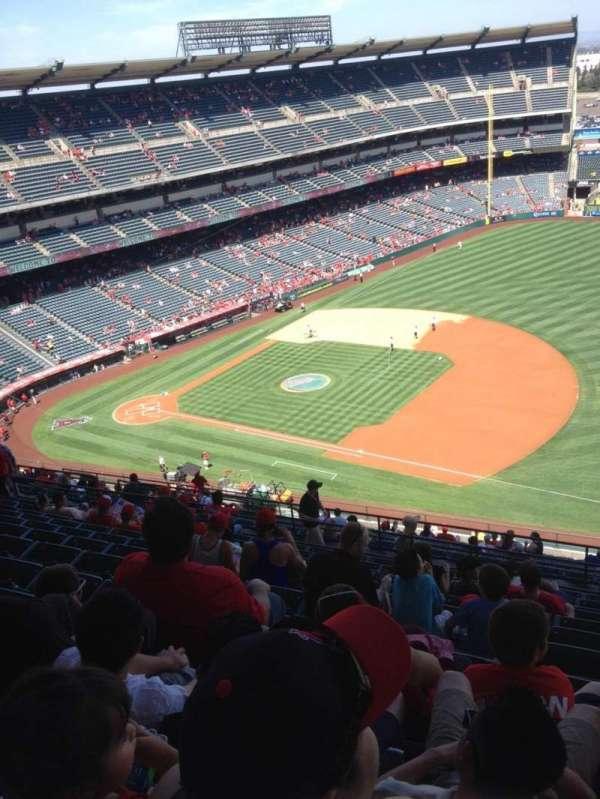 Angel Stadium, secção: 530, fila: M, lugar: 22