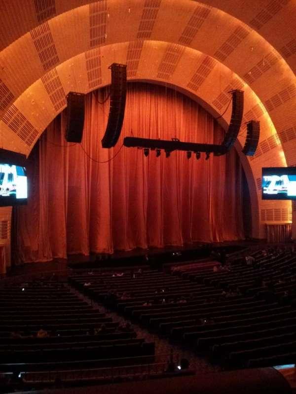Radio City Music Hall, secção: 1st mezzanine 7, fila: BB, lugar: 702