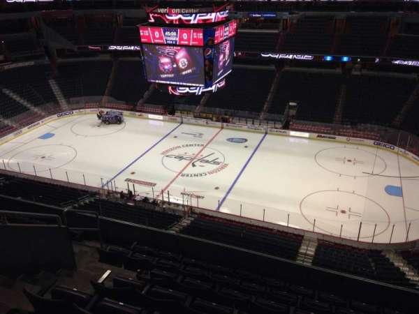 Capital One Arena, secção: 419, fila: H, lugar: 8