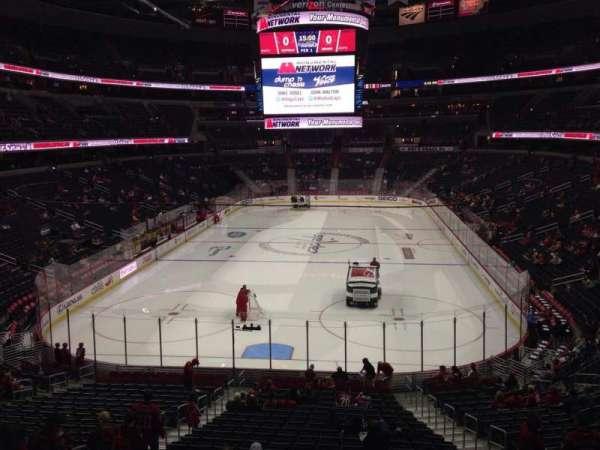 Capital One Arena, secção: 106, fila: X, lugar: 10