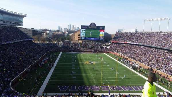 TCF Bank Stadium, secção: 227, fila: 22, lugar: 4