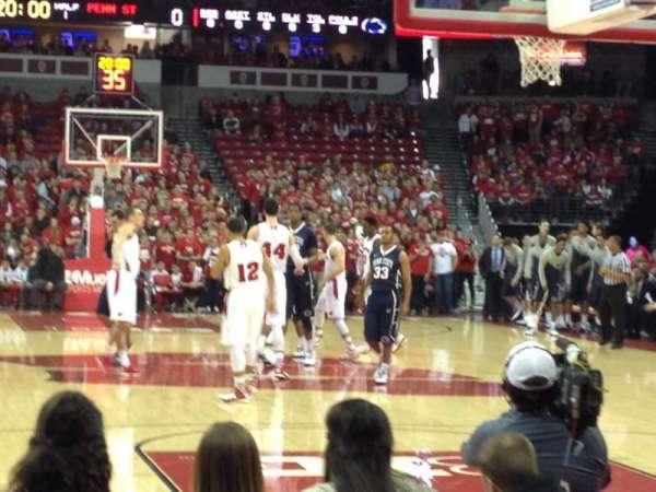 Kohl Center, secção: 101, fila: EE, lugar: 15-16