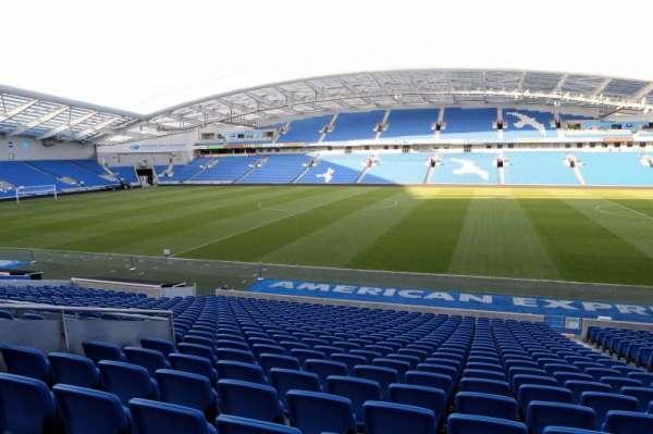 American Express Community Stadium, secção: W1D, fila: V