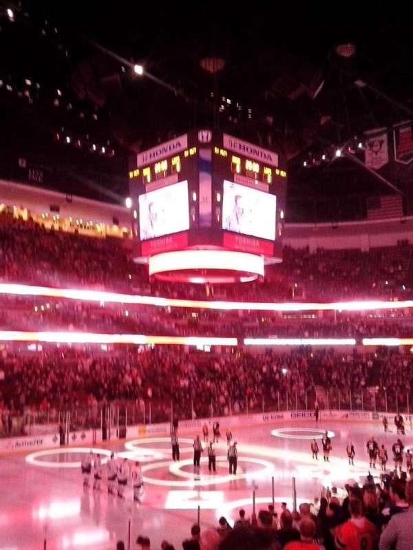 Honda Center, secção: 211, fila: R, lugar: 3