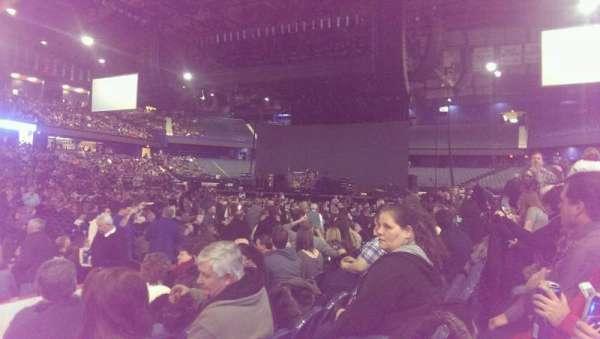 Allstate Arena, secção: 111, fila: FF, lugar: 29