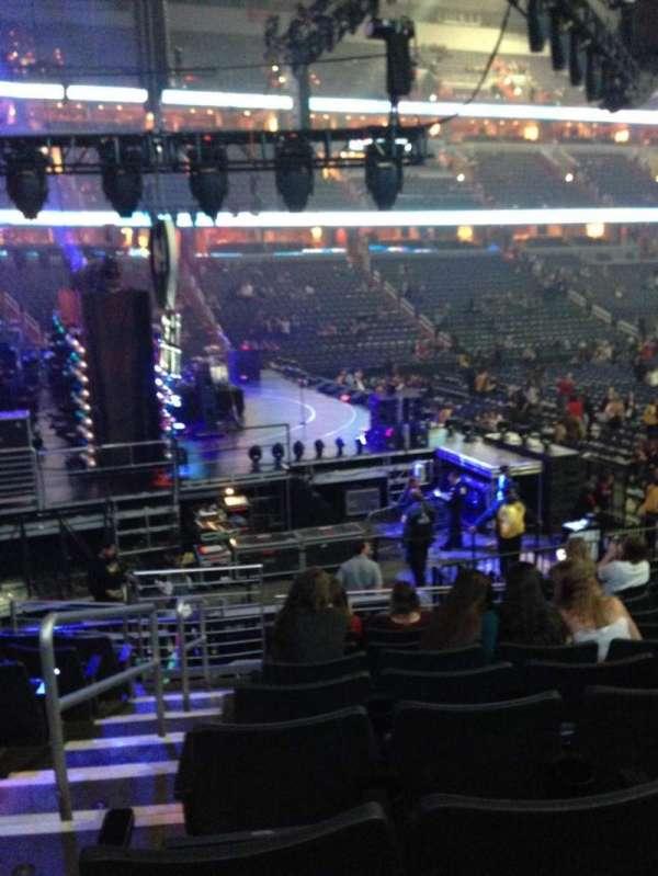 Capital One Arena, secção: 120, fila: P, lugar: 1
