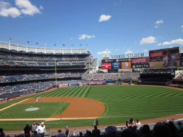 Yankee Stadium, secção: 214B, fila: 16, lugar: 14