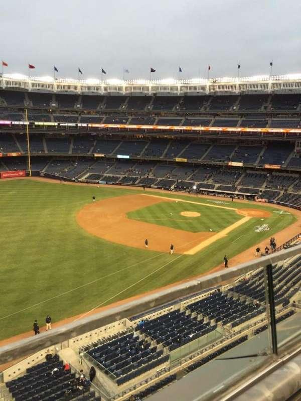 Yankee Stadium, secção: 330, fila: 1, lugar: 13