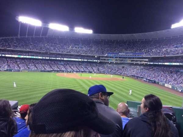 Kauffman Stadium, secção: 203, fila: E, lugar: 16