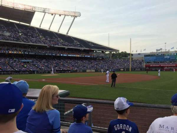Kauffman Stadium, secção: 139, fila: C, lugar: 11