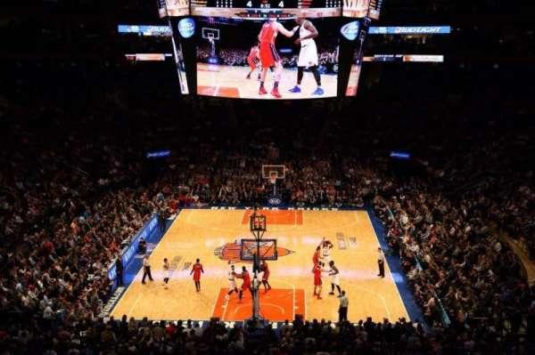 Madison Square Garden, secção: 218, fila: 4, lugar: 1