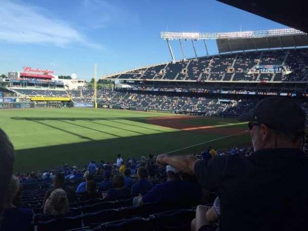 Kauffman Stadium, secção: 209, fila: RR, lugar: 4