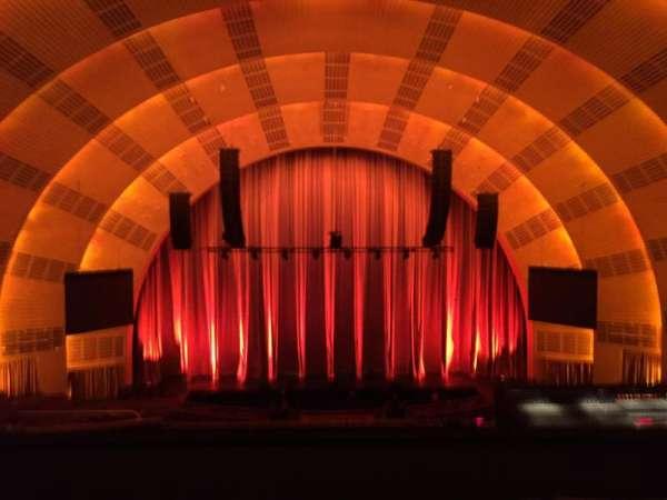 Radio City Music Hall, secção: 2nd Mezzanine 4, fila: E, lugar: 411-412