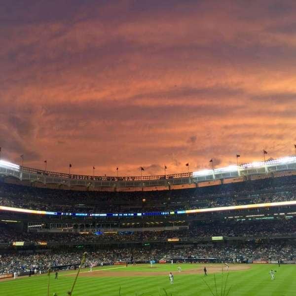 Yankee Stadium, secção: 202, fila: 1, lugar: 15
