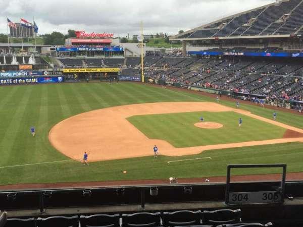 Kauffman Stadium, secção: 304, fila: F, lugar: 17