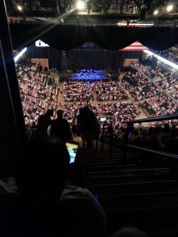 John Paul Jones Arena, secção: 309, fila: BB, lugar: 1