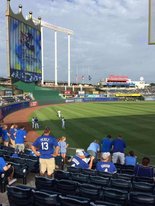 Kauffman Stadium, secção: 108, fila: U, lugar: 5