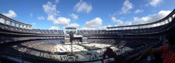 San Diego Stadium, secção: LV17, fila: 2, lugar: 5