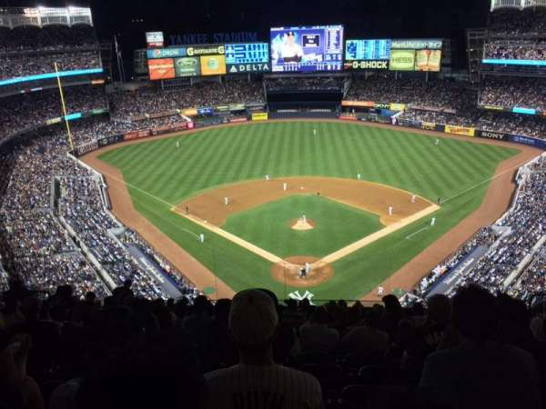 Yankee Stadium, secção: 420B, fila: 13, lugar: 15