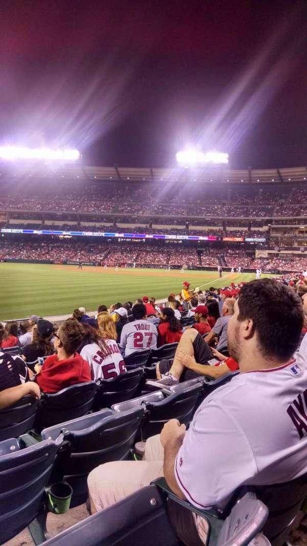 Angel Stadium, secção: F103, fila: J, lugar: 5