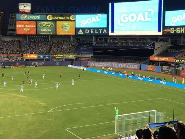Yankee Stadium, secção: 215, fila: 10, lugar: 1