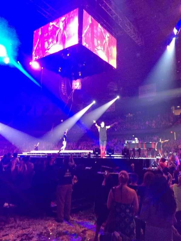 Allstate Arena, secção: 110, fila: AA, lugar: 10